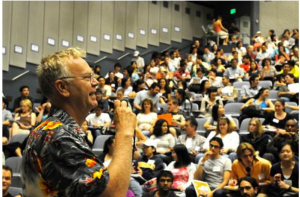 Steve Tollefson welcoming new transfer students at UC Berkeley, 2008. (Photo credit: Peg Skorpinski)